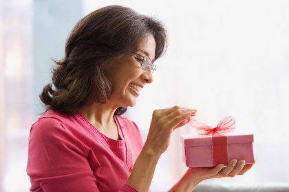 подарок женщине на 55 лет