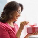 Что подарить женщине на 55 лет?