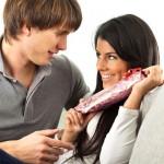 Растопить мужское сердце: что подарить молодому человеку на день рождения